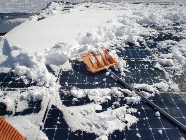 太陽光パネル雪おろし7.JPG