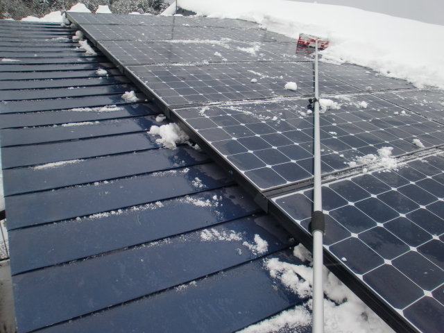 太陽光パネル雪おろし1.JPG