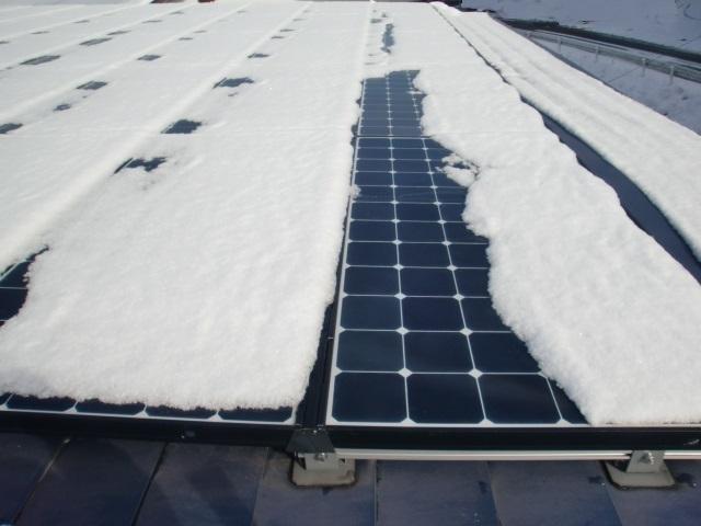 太陽光パネル雪おろし16.JPG