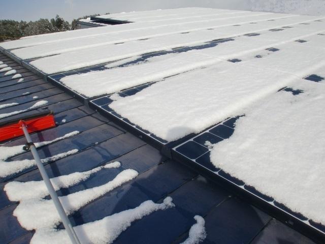 太陽光パネル雪おろし17.JPG