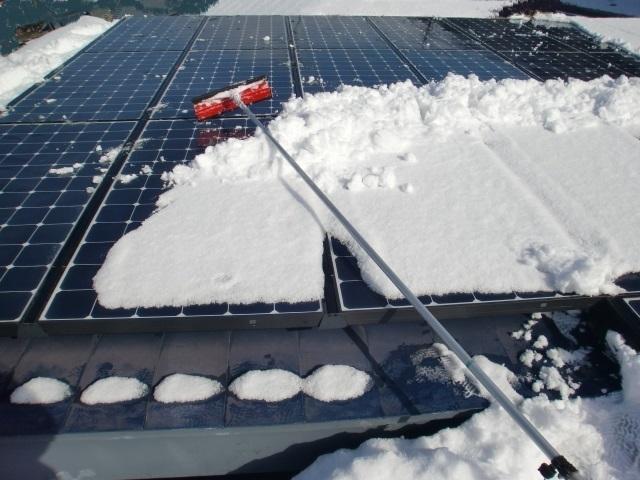 太陽光パネル雪おろし18.JPG