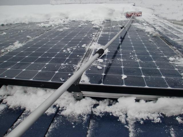 太陽光パネル雪おろし3.JPG