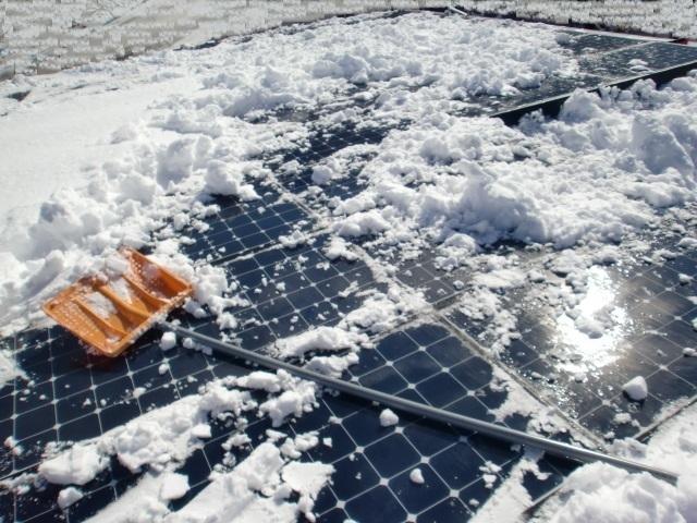 太陽光パネル雪おろし8.JPG