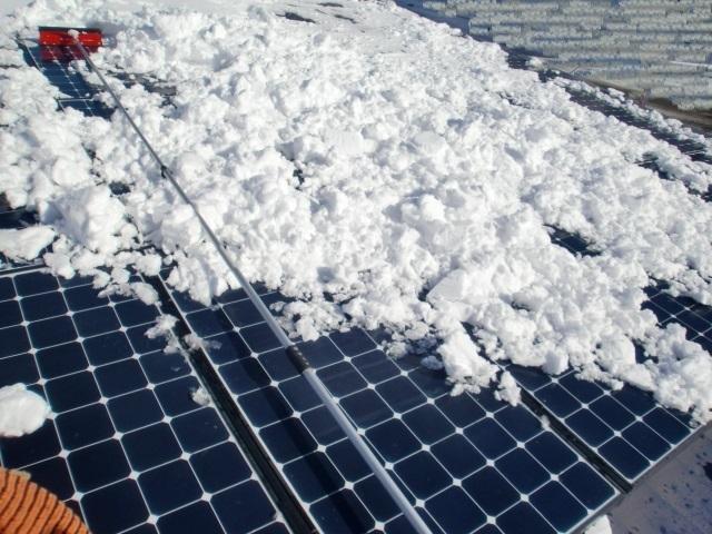 太陽光パネル雪おろし9.JPG